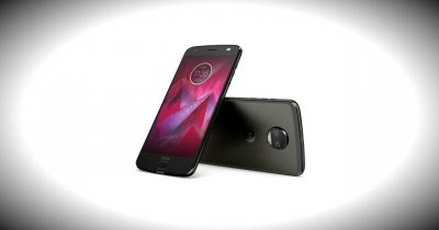 Telefonul rezistent Motorola Moto Z2 Force Edition, disponibil local