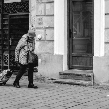 Cum ajută comerțul online bătrânii sau persoanele cu dizabilități ?