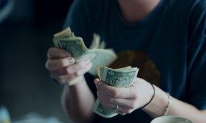 Evoluția pieței: câtă valută au cumpărat antreprenorii români în 2017