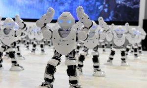 Băncile vor să-și înlocuiască funcționarii de la ghișee cu roboți