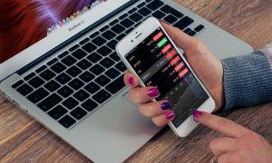 Smartphone-ul care îți dă criptomonedă să stai pe net