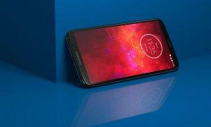 Motorola Moto Z3 Play, disponibil în România cu baterie suplimentară