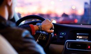 Booking.com investește 500 mil. dolari în principalul rival Uber