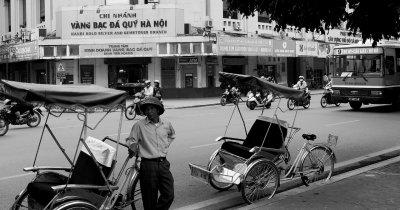 Revoluție în trafic: Taxify ne plimbă cu motorul și cu ricșa