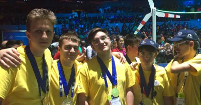 Elevii români care strunesc roboții: aur la FIRST Global Challenge