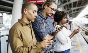 Utilizatorii Android, spionați prin telefoane