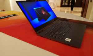 Lenovo Yoga C930 e un laptop cu sunet care te urmărește