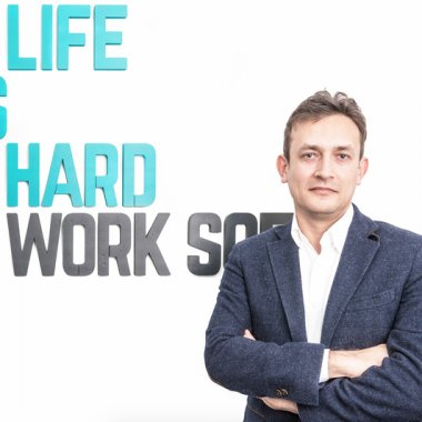"Erik Barna, CEO Life is Hard: ""Încurajați creativitatea și analiza"""
