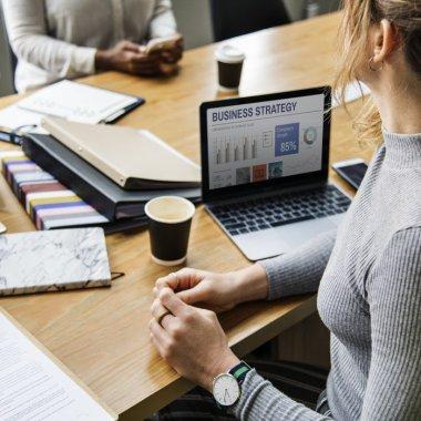 Legea francizei, aprobată: noi reguli pentru contractele de franciză