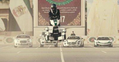 Polițiștii care iau pe sus infractorii, cu vehicule zburătoare