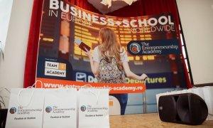 Elevii învață să facă planuri de afaceri la EntrepreNation CityStart