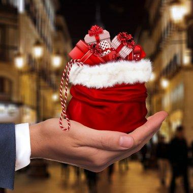 Când își fac românii cumpărăturile online pentru Crăciun?