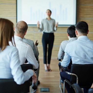 Înscrie-te în Academia PwC ca să-ți iei diplomă de business coach