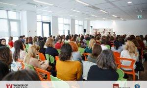 BizTool oferă 2 invitații la Women of Romania pentru femei puternice