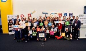 Șutează și (în)scrie cod: elevii români, premiul I la Meet and Code