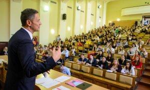 Ateliere gratuite de educație financiară pentru 24.500 de tineri