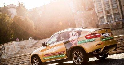 Un alt fel de promovare: BMW-uri aurii prin București