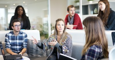 Cum să conduci angajații care lucrează de la distanță. Exemplul Google