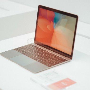 Stock Busters: ultimele reduceri la laptopuri de muncă și divertisment