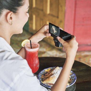 Camere foto compacte: Sony lansează noua compactă premium RX100