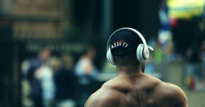 Căști bluetooth on-ear: muzică la calitate mare pentru orice buget