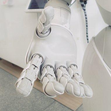 Coronavirus | UiPath, licențe pentru roboți software pentru spitalele românești