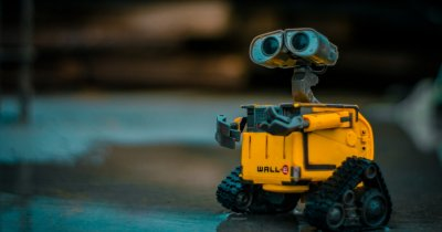 UiPath te învață, gratis, să construiești primul tău robot software