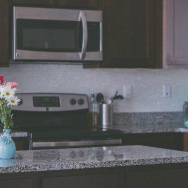 Parteneriat evoMAG & Glovo: primești cuptorul cu microunde într-o oră