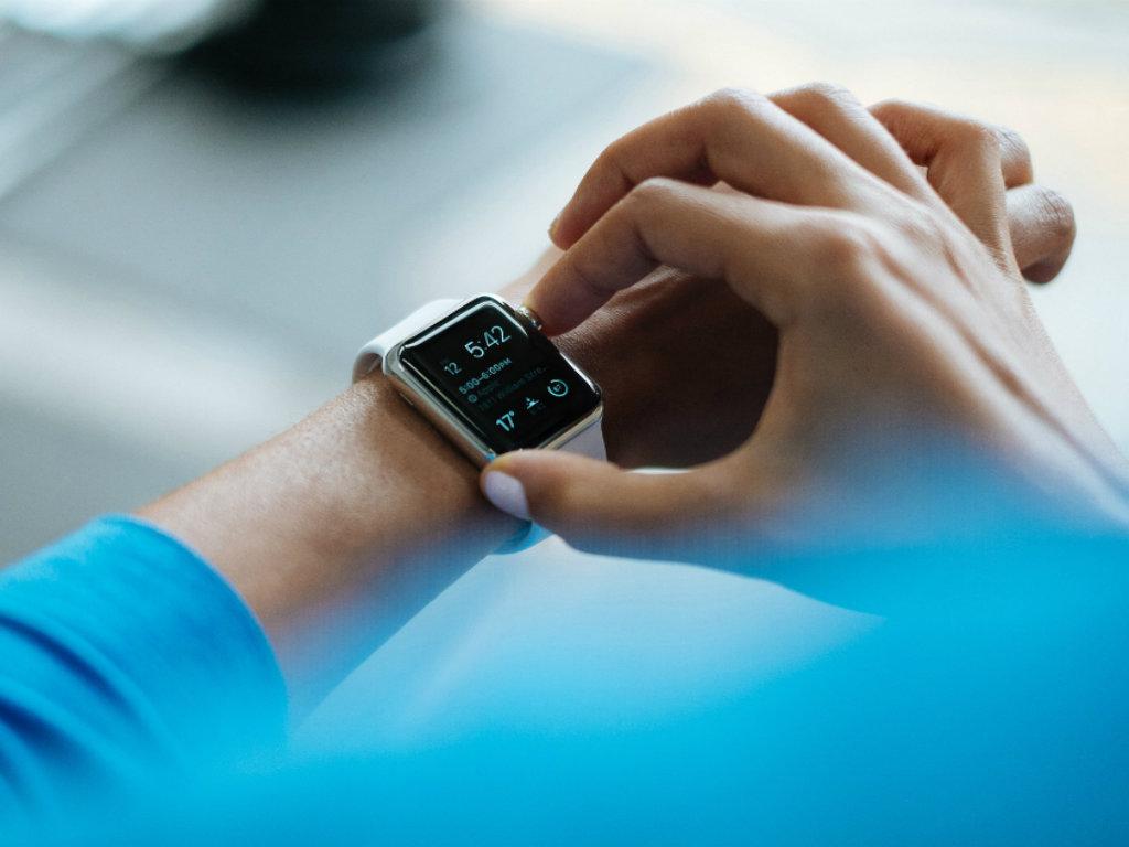 smartwatch-828786_1920