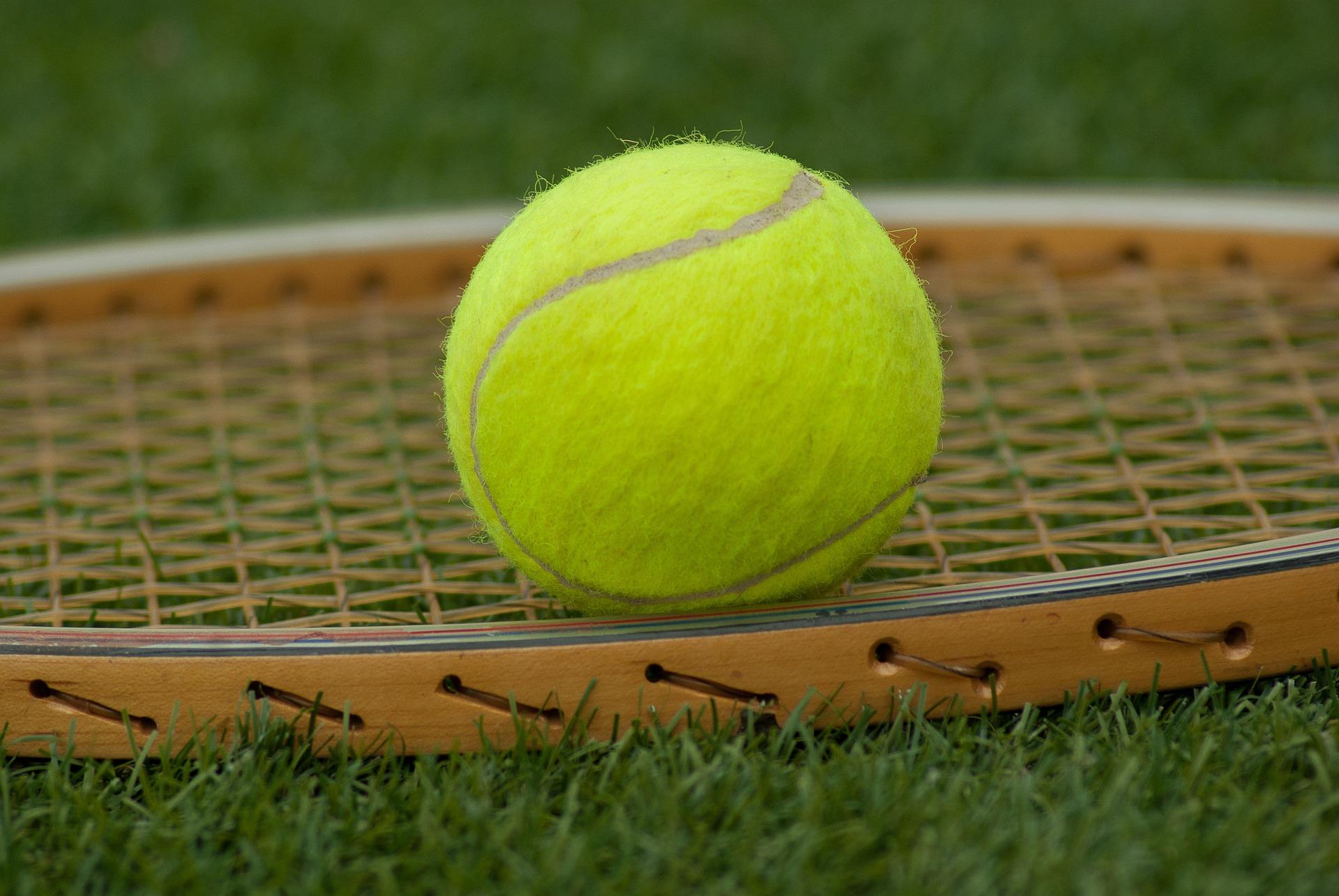 tennis-ball-1162640_1920