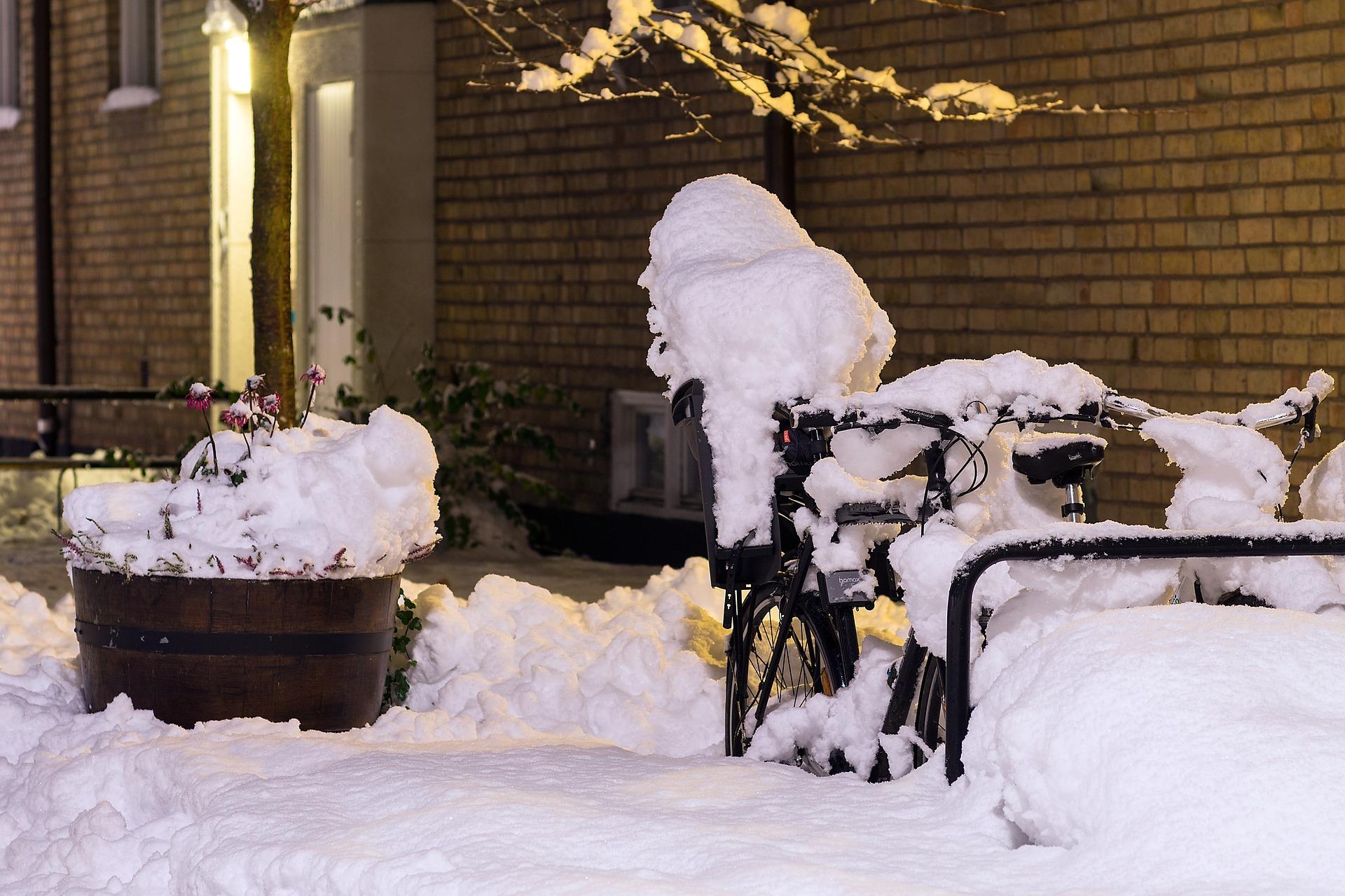 bicicleta iarna zapada deszapezire