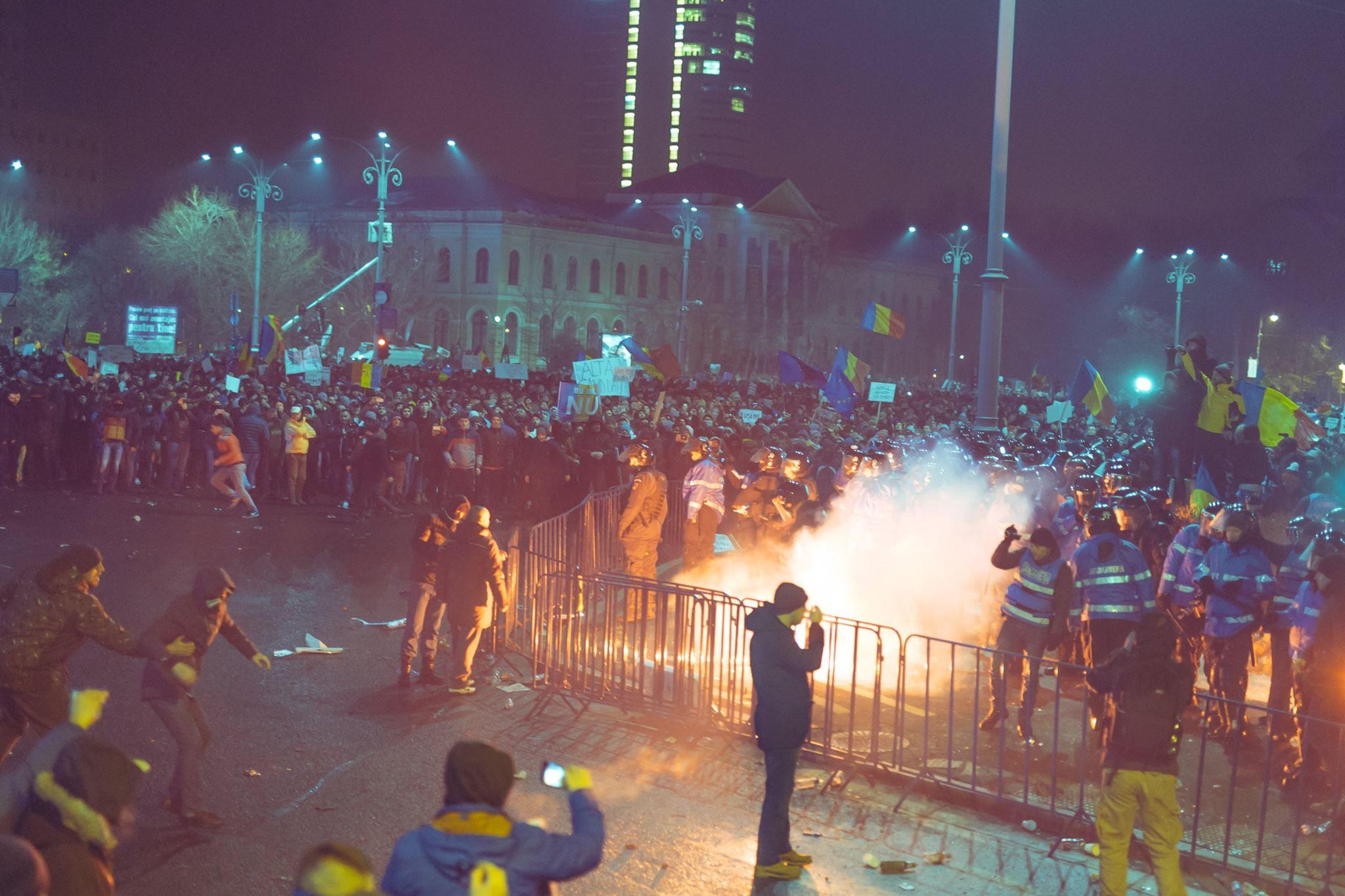 proteste torte miting manifestanti galerie fotbal