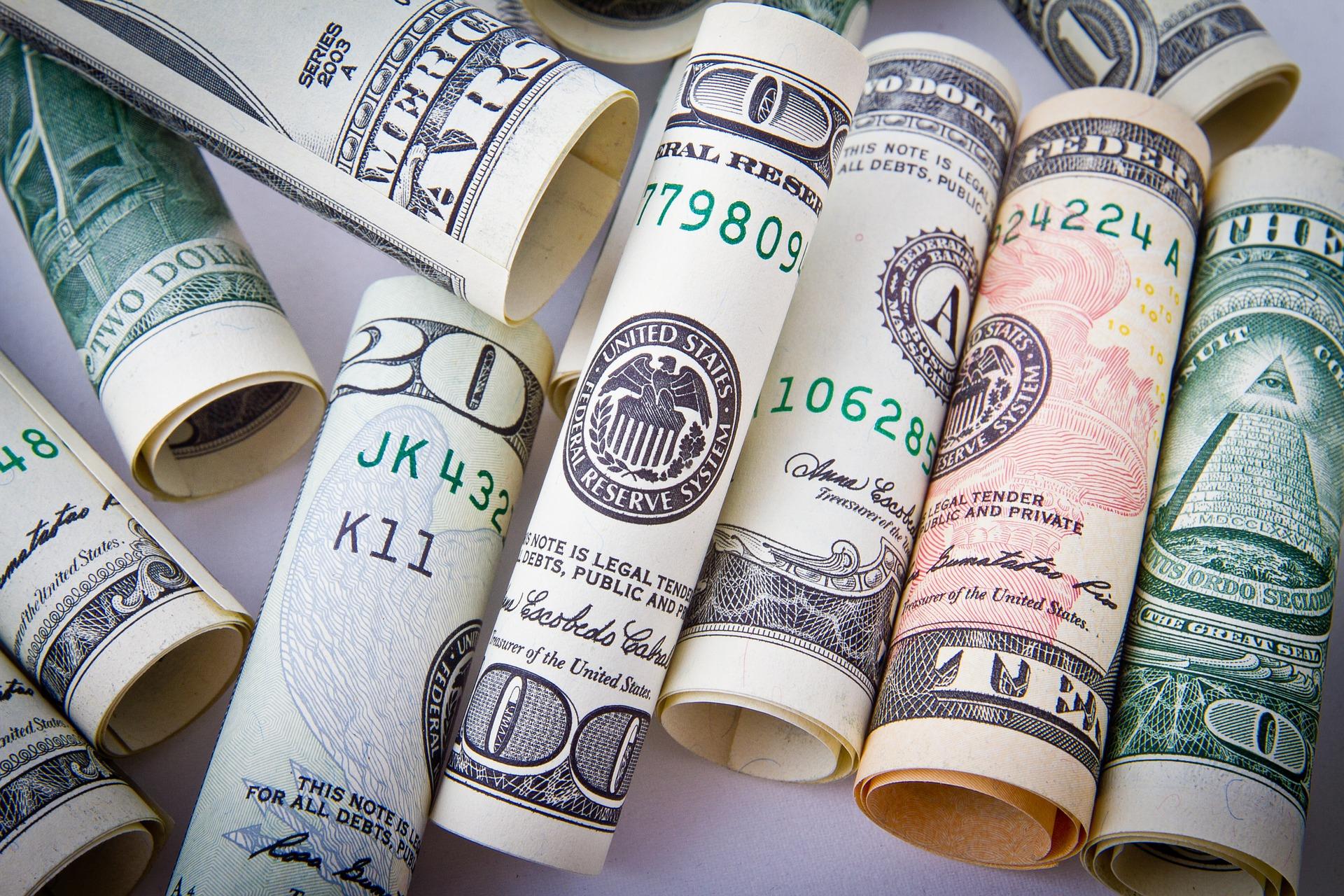 dolari bani industria financiara